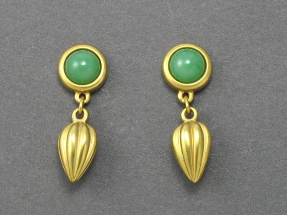 Vintage AVON 'Delicate Drop' Goldtone Green by thevintagelot