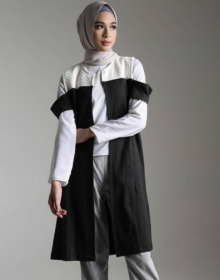 Quatre Vest for Hijup.com