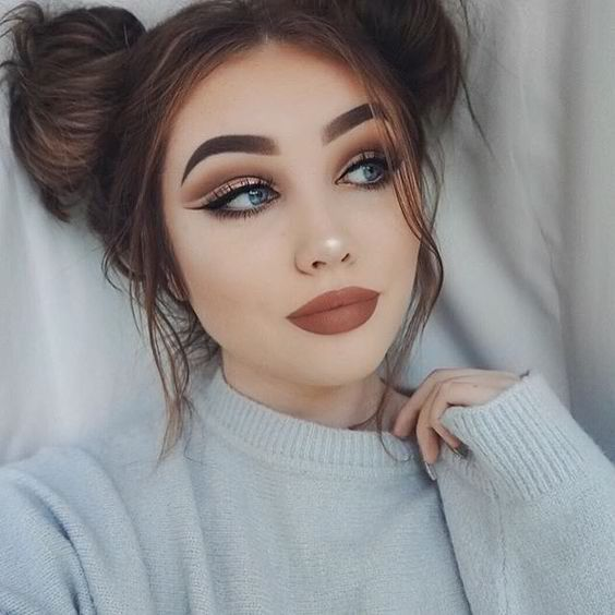 Cute Chic and her Fresh Makeup Look, Matte Brown Lips