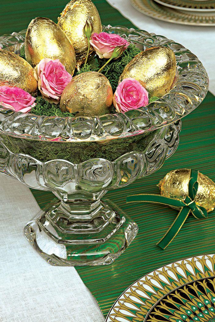 Stroik wielkanocny, fot. Karolina Grabowska, kaboopics.com; stylizacja: Urszula Michalak, interiordesignblog.com. #stroik #wielkanoc #ozdoby #dekoracje #świąteczne #Wielkanoc2017 #pisanki #jajka #złote #jaja #patera #święta #stół #dekorowanie #świąteczny #wielkanocny #Easter #eggs #christmas #gold #green #glamour