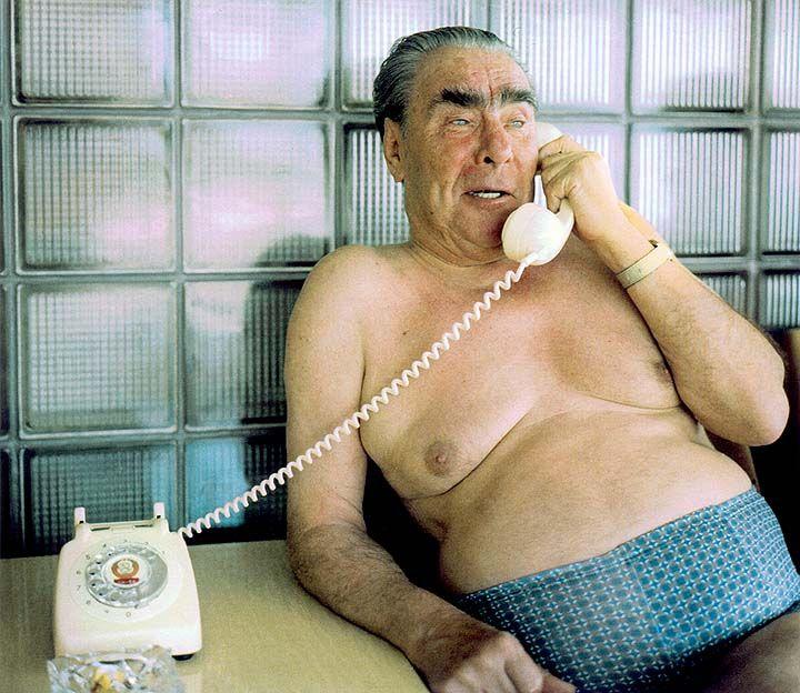 Brezhnev half-naked phone callHistory, Late 1970S, Funny Pics, Cold Wars, Leonid Brezhnev, Funny Stuff, People, Phones, Leonid Breznev