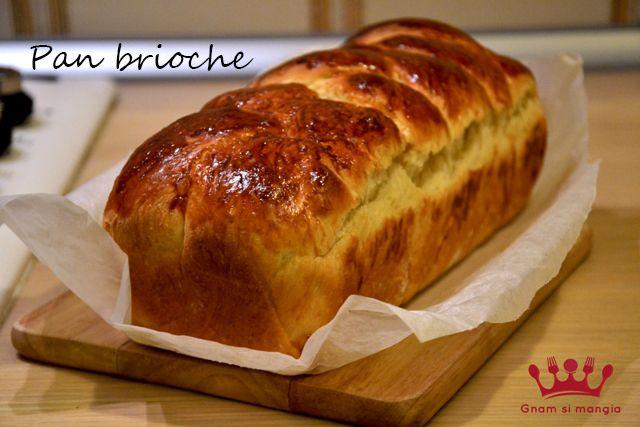 Pan brioche   Gnam si mangia. Per una colazione sana e golosa provate questa ricetta e accompagnate il vostro pan brioche con miele o marmellata.