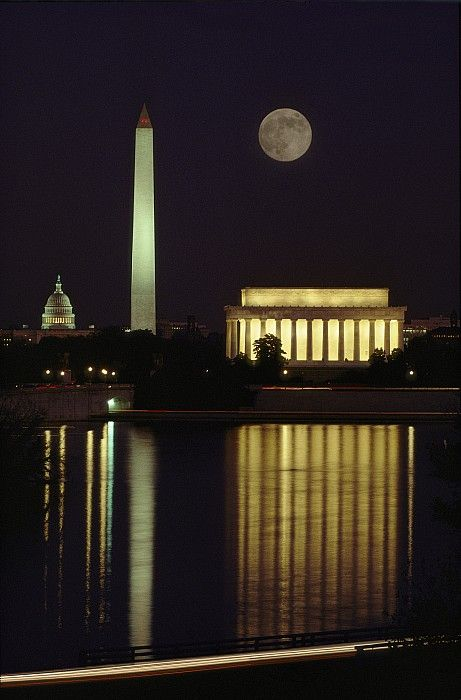 Moonrise Over Lincoln Memorial, Washington DC. Looks amazing - must see!