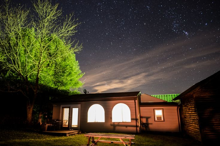 https://flic.kr/p/ZWHk7F | The night sky of Shenandoah Valley | This was the first night shot I took of the cabin we rented a few weeks ago in Shenandoah, Virginia! Luckily the clouds didn't entirely cover the sky until later that night.