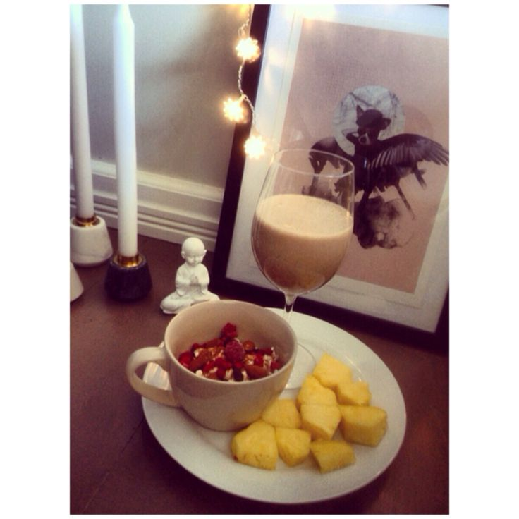 Cottage cheese with fruits and a protein shake
