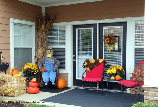 Cute apartment porch decorated for autumn and Halloween! See more: http://www.front-porch-ideas-and-more.com/outdoor-fall-decorating.html