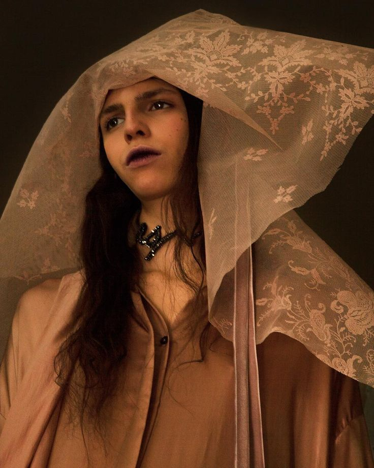 Ann Demeulemeester Fall-Winter 2017-2018 Collection available now for pre-order on AnnDemeulemeester.com Backstage impressions by…