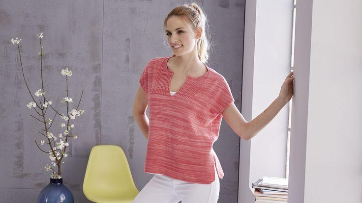 """Wir denken jetzt schon an den Sommer! Strickdesignerin Tanja Steinbach zeigt uns ein leichtes Sommer-Shirt im aktuellen """"boxy"""" (= kastigen) Look, gestrickt aus leichtem Baumwollgarn."""