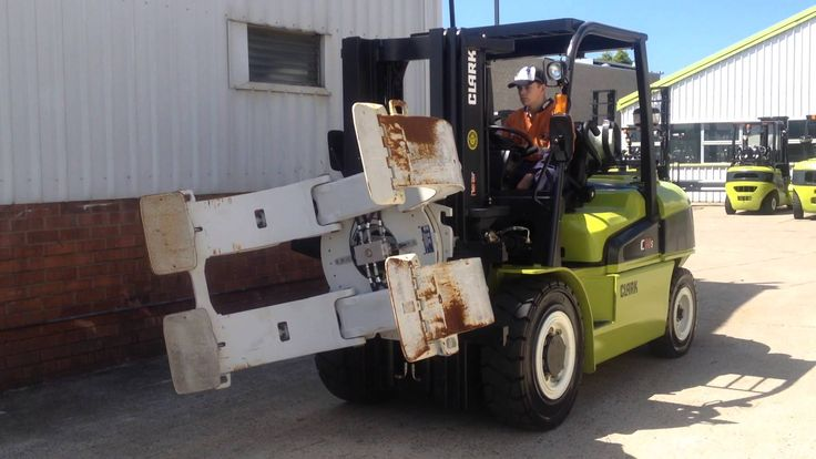 Strong & Reliable CLARK 5 Tonne Forklift Truck & Paper Roll Clamp