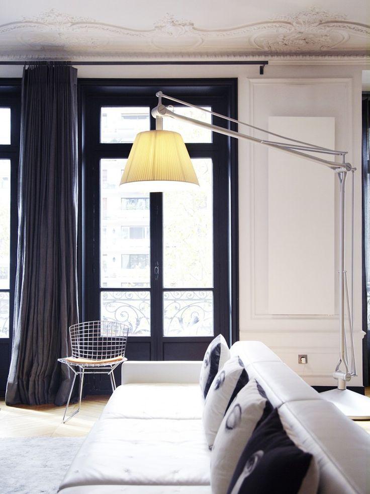 perpective super / canapé blanc à conserver : peut-être ?  avec principe fenêtres et encadrements de couleur gris très foncé : oui très bien / parquet clair : oui il le faut