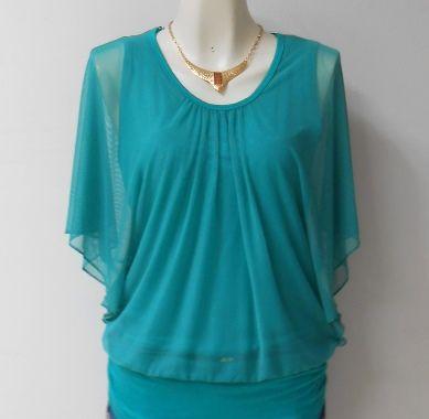 #Blusa verde azulado con #bordado en la parte de atrás y #collar incluido.