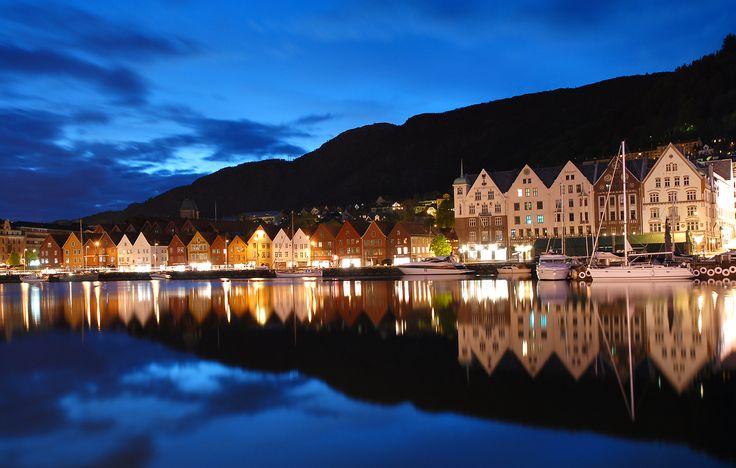 Bergen_by_night.jpg 2500 × 1590 bildepunkter