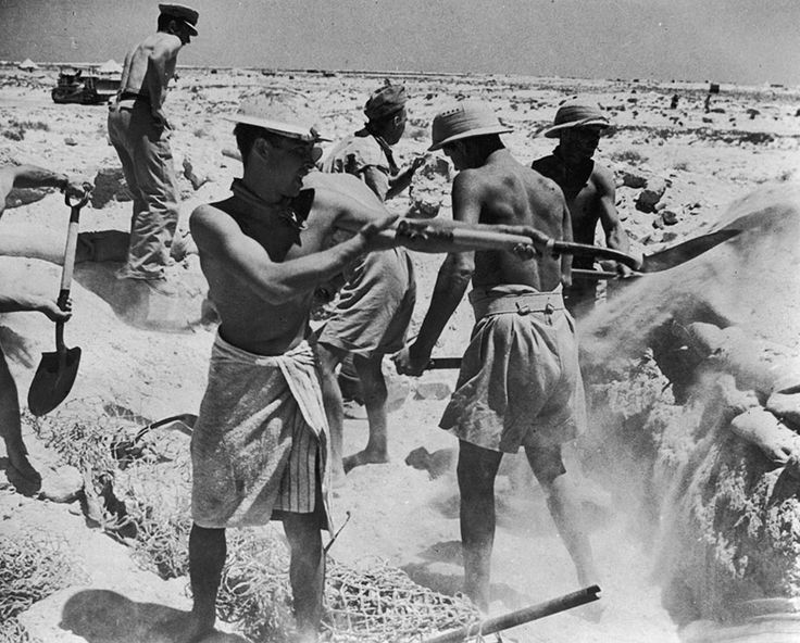 Desert Rats Dig In     A British gun crew digging-in during an artillery battle in the Western Desert of North Africa, 1942. (Photo by Hulton Archive/Getty Images)