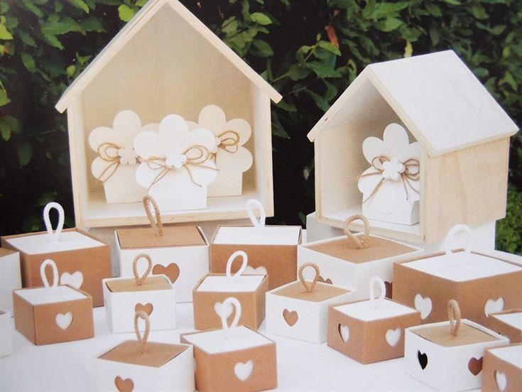 Un'idea per il tavolo delle bomboniere. Scatoline di cartone in vendita online all'ingrosso su shopguerrini.com