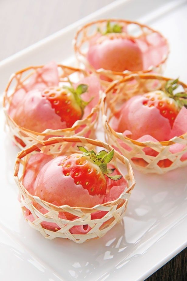 神戸北野ホテル「ダイニング イグレック」では、大好評のナイト デザートビュッフェで、いちごをテーマにした「~Loca-Berry~」(1月10日~2月28日)を...