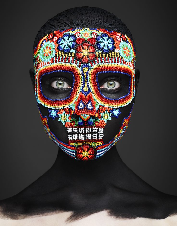 "photo UK : masque, crane mexicain, perles, ""epitaph"", John Rankin Waddell"
