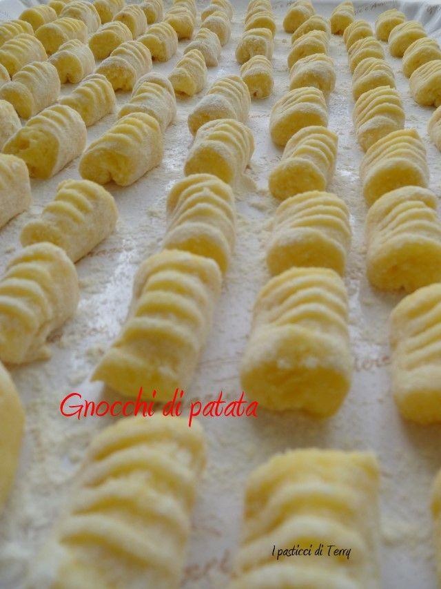 Facciamo insieme gli Gnocchi di patate? Qui vi dico come li faccio io: http://www.ipasticciditerry.com/gnocchi-di-patata/