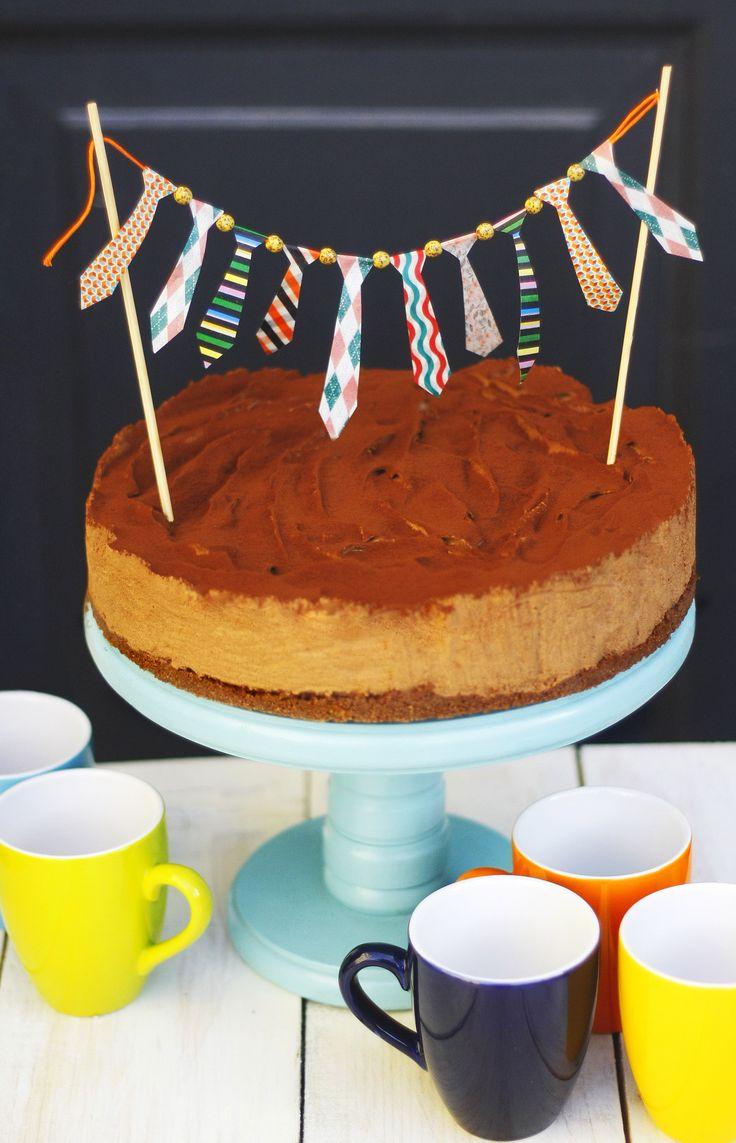 Mogyorókrém torta Vékony kekszréteg, azon pedig egy hatalmas csokis-mogyorós mousse, megszórva kakaóporral. Gyerekek rajonganak érte, de nem csak ők! A felnőttek talán a rum miatt, vagy azért, mert a sportszeletet juttatja eszükbe…  Neked Cake Budapest