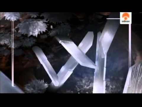 """La Cueva de los Cristales de NAICA se encuentra a 300 metros bajo tierra. Poblada de espectaculares y enormes cristales de selenita o """"piedra de la luna"""", nos muestra su gran belleza, en un ambiente donde la apariencia de hielo contrasta -en la profundidad- con altas temperaturas."""