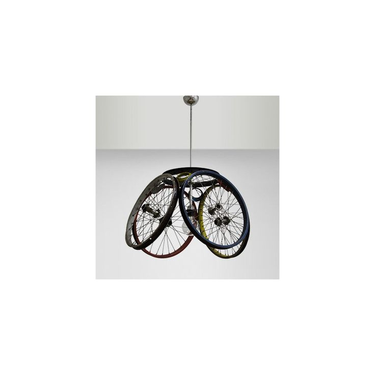 Lámpara de techo original fabricada con piezas recicladas de bicicletas. En homethings.es ofertas en lámparas de suspensión. Tienda de lámparas vintage.