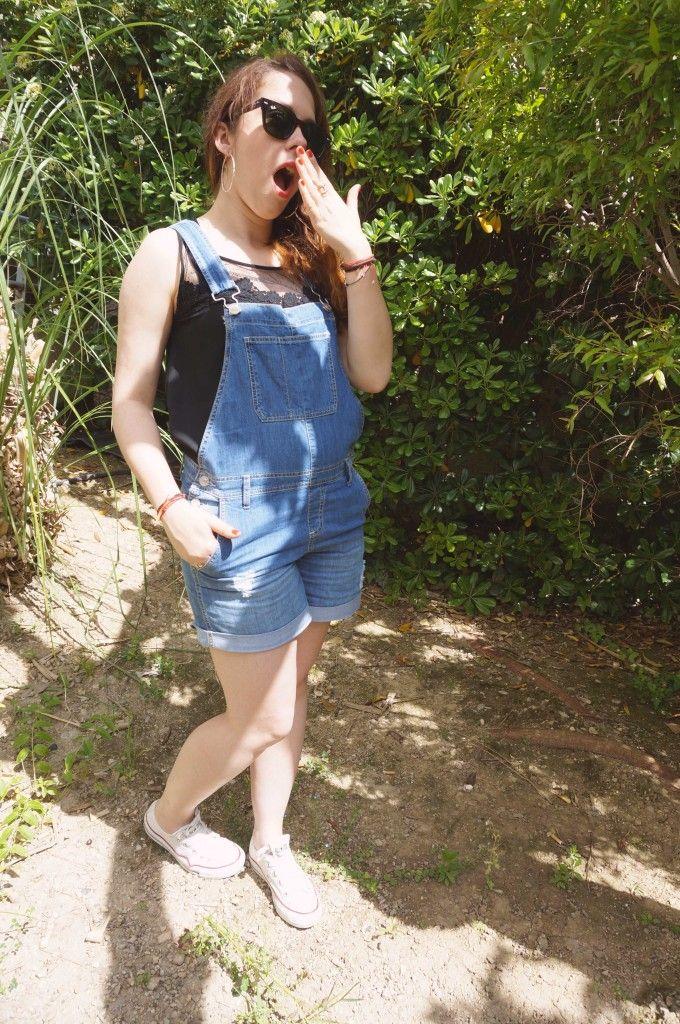 La blogueuse So Girly blog porte notre top à plumetis et notre salopette short #fashionblog #look #salopette