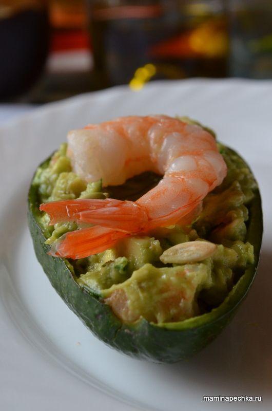Добавить рецепт в избранное!Авокадо — очень полезный плод и именно своей пользой он выделяется среди всех заморских даров, которыми усыпаны полки современных супермаркетов. Название ему дали ацтеки и в переводе …