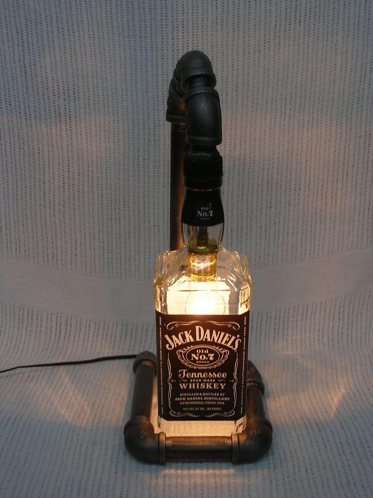 1000 id es sur le th me lampe jack daniels sur pinterest lampes bouteille bouteille de jack. Black Bedroom Furniture Sets. Home Design Ideas