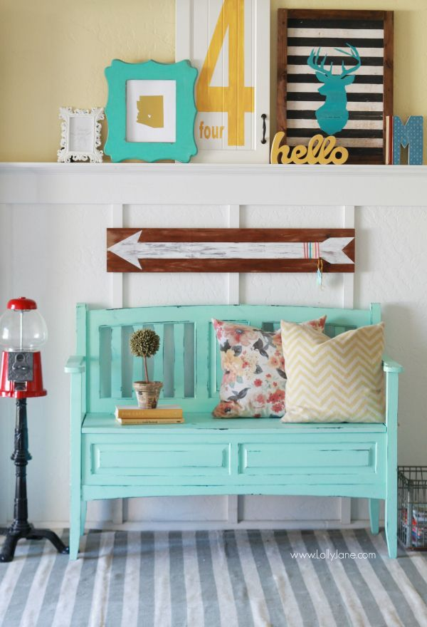 Gorgeous teal bench makeover!  See how easy it is to refinish old furniture to make it new again.| lollyjane.com