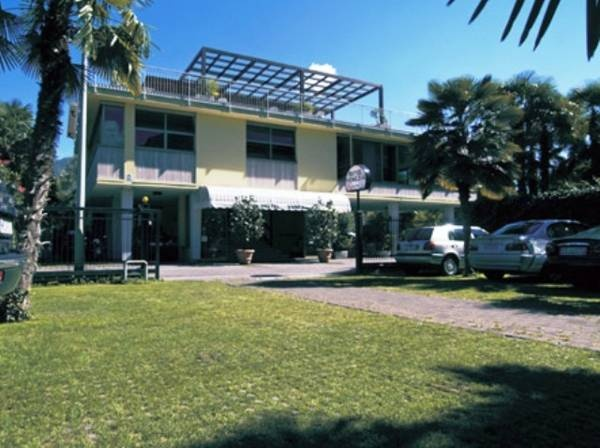 Hotel Venezia - Riva del Garda ... Garda Lake, Lago di Garda, Gardasee, Lake Garda, Lac de Garde, Gardameer, Gardasøen, Jezioro Garda, Gardské Jezero, אגם גארדה, Озеро Гарда ... Welcome to Hotel Venezia Riva del Garda, Set in a garden of palm trees, Hotel Venezia is 50 metres from the shores of Lake Garda. It features a swimming pool and bar with terrace overlooking the Alps. All rooms are air conditioned and feature a flat-screen TV, wood floors and a pri