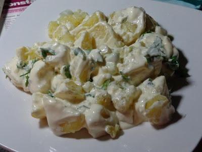 ΜΑΓΕΙΡΙΚΗ ΚΑΙ ΣΥΝΤΑΓΕΣ: Πατατοσαλάτα με σάλτσα από μαγιονέζα και γιαούρτι .