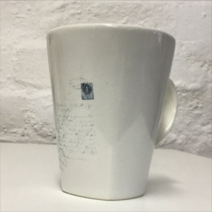 Medium coffee mug with script detail