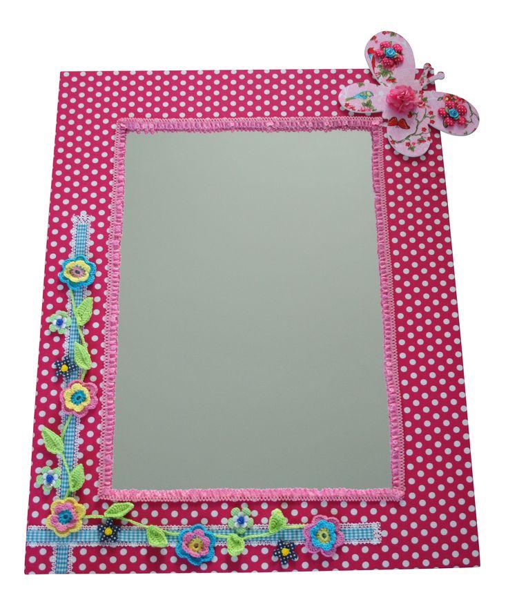 Een roze spiegel voor in een meisjeskamer. Voor deze en nog meer vrolijke spiegels: www.kids-ware.nl #kinderkamer #accessoires