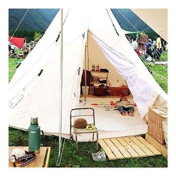 キャンプのテントにとってもお似合いなグリーンのボトル。落としても転がってもへっちゃらなんです。