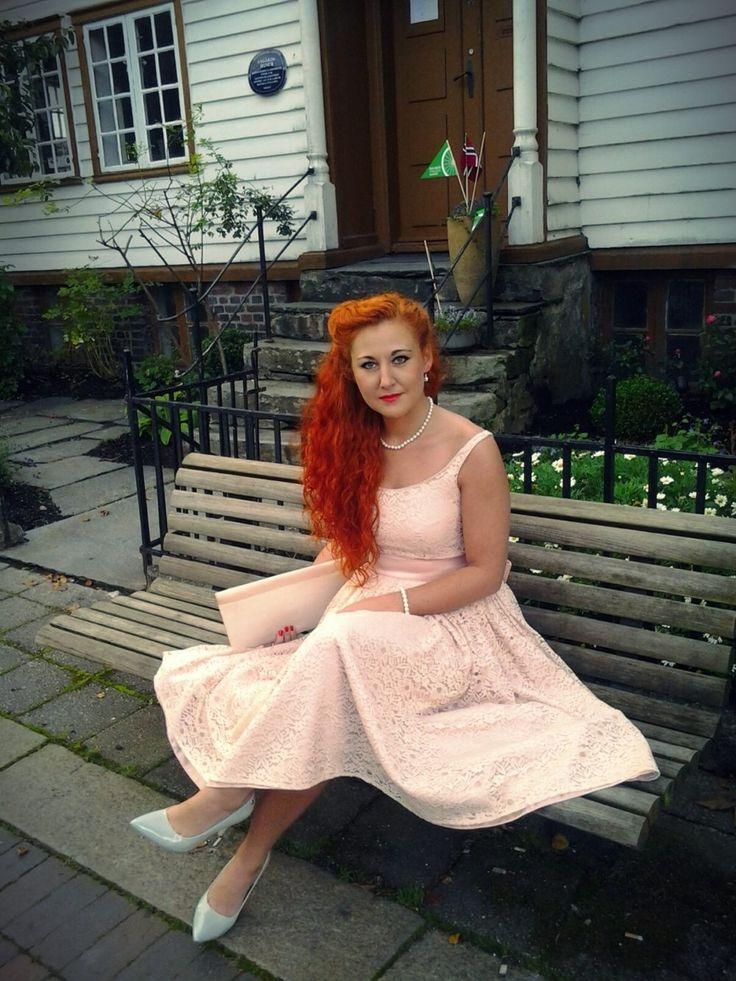 sukienka vintage, retro, lata 50-te, koronka, jasny róż