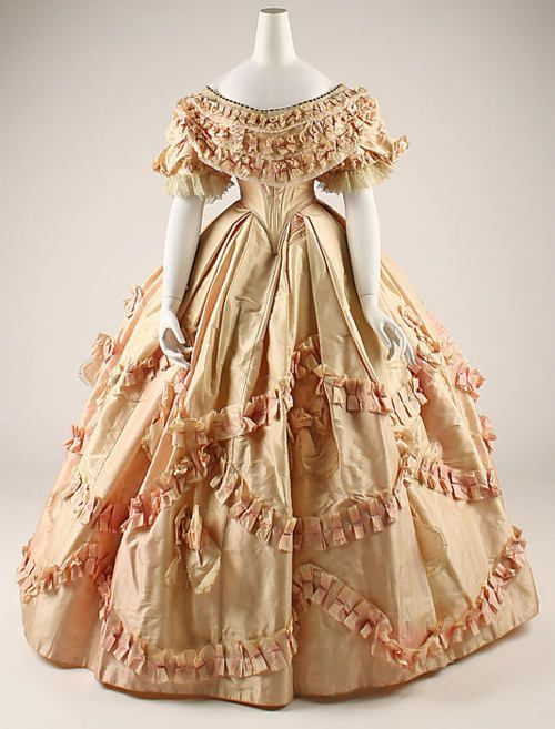 1860s ball gowns | 1860-1861, French ball gown