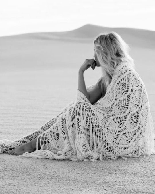 Boho bohemian hippie gypsy style in white and black. For more followwww.pinterest.com/ninayayand stay positively #inspired