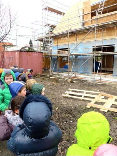 Excursie met kleuters naar de bouwplaats, kleuteridee, thema wij bouwen een huis 2