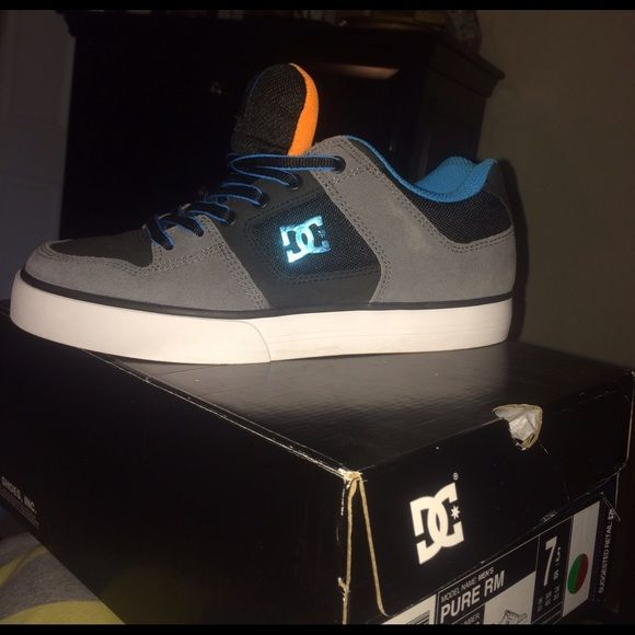 DC sneakers Brand New men's size 7.5 (woman's 8.5/9) DC Shoes Sneakers
