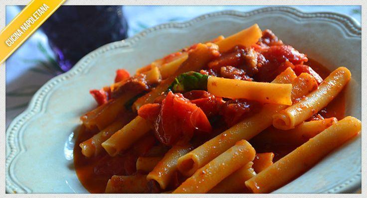 Uno dei piatti tipici della cucina napoletana sono gli ziti lardiati, un piatto molto facile da realizzare ma con un sapore davvero intenso.