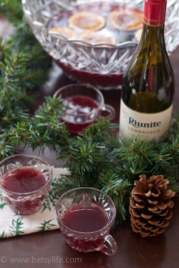 Red Wine Holiday Punch Recipe. This christmas season throw the ultimate party and serve up a big batch cocktail like this red wine punch.