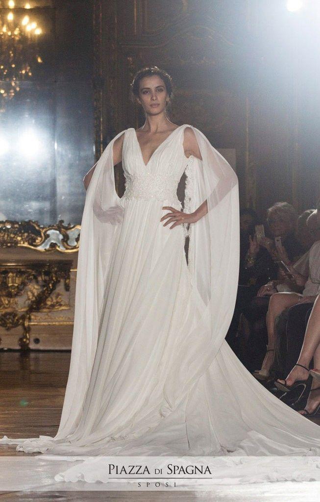 L'Oro di Napoli è la collezione di abiti da #sposa ispirata al fascino eterno della città partenopea. Scopri le creazioni firmate #EnzoMiccio su http://www.piazzadispagnasposi.it/collezioni/sposa/enzo-miccio-bridal-collection-2017/