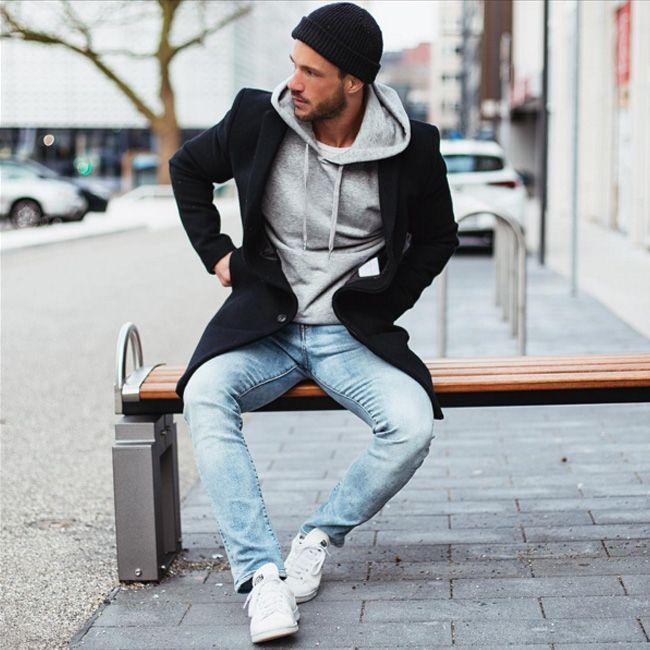 @magic_fox доказывает, что светло-голубые «летние» джинсы гармонично сочетаются в весенним черным пальто. Главное – не бояться экспериментировать. Приходите к нам в JiST примерить на себя разные силуэты и образы. Именно так можно найти свой индивидуальный гармоничный с вашим внутренним миром стиль.