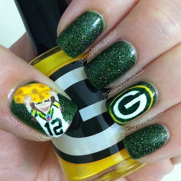Green Bay Packers Nails If only I had the patience to paint my nails like this...