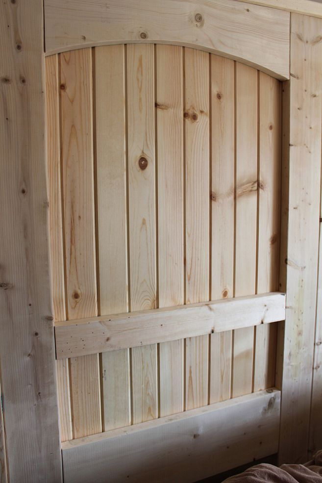 Hometalk: Using Pallets To Build Everything You Need...including this pallet barn door!
