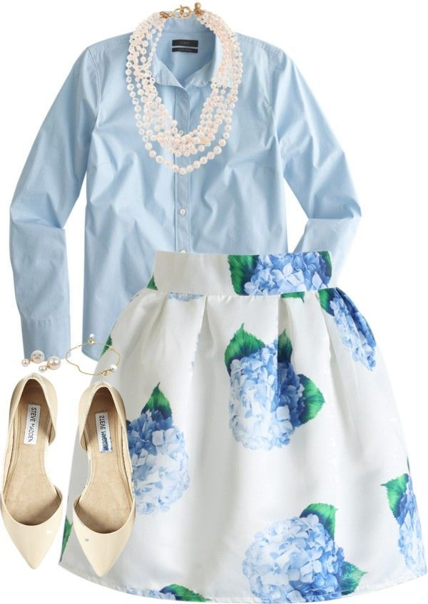 A work outfit that welcomes spring and it is very feminine. A floral skirt in A line, a blue shirt and a pair of white or nude ballerina shoes. Make it more chic with a pearl necklace or earrings.