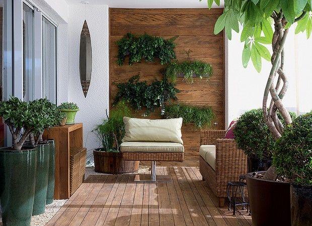Uma seleção de reportagens sobre decoração de varandas pequenas, grandes, gourmet, abertas e fechadas. Saiba quais são os melhores móveis e plantas para decorar a varanda. Veja fotos, leia reportagens e assista a vídeos