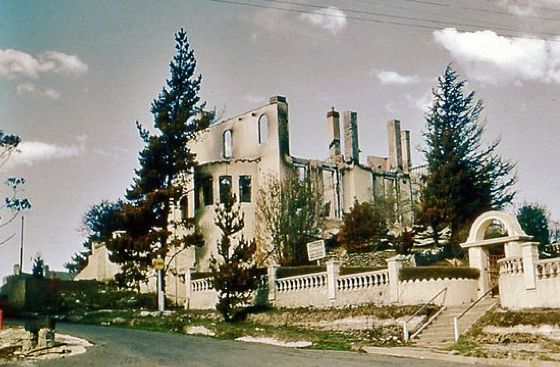 Chateau Napier Leura, burnt in the 1957 bushfire