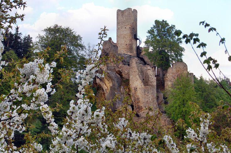 FRÝDŠTEJN 1376 Jan II. z Bibrštejna, rod Bibrštejnů sídlící ve Frýdlantu tedy stál pravděpodobně u vzniku hradu.