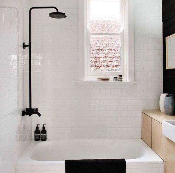 Changez votre pommeau de douche pour relooker votre salle de bains  http://www.homelisty.com/idees-originales-salle-de-bains/