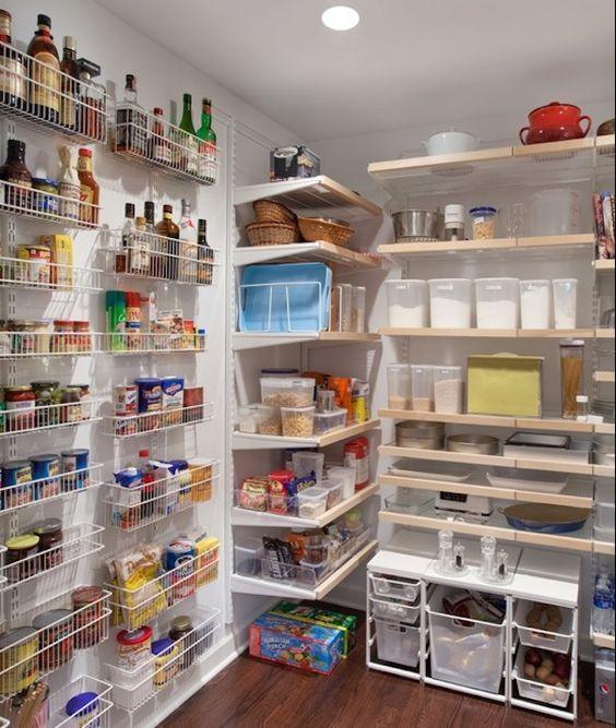 Garde-manger mural pour ranger facilement toutes les provisions  http://www.homelisty.com/idees-garde-manger/